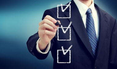 HR with performance rating checklist.